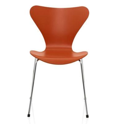 Sjuan stol, orange från Fritz Hansen – Köp online på Rum21.se