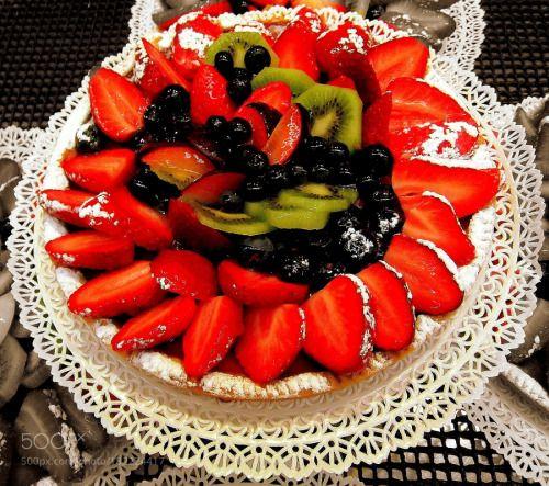 Per i più golosi: crostata di fragole mirtilli e kiwi una delizia! by gianluigibonomini  IFTTT 500px