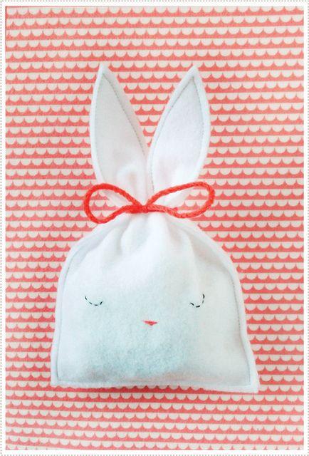 DIY: felt bunny candy pouch || mer mag