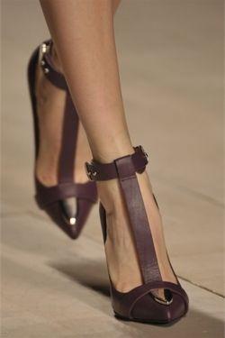 Mario Schwab, Hot Shoes, Fashion Shoes, T Straps, Fall Shoes, Woman Shoes, Marios Schwab, Girls Fashion, Girls Shoes