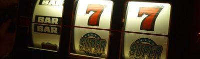 Der Spielbetrieb von Spielhallen ist selbstverständlich mit Kosten verbunden. Neben der üblichen Mehrwertsteuer müssen die Betreiber zusätzliche Steuern entrichten. In erster Linie fällt zum Beispiel die Vergnügungssteuer auf den Betrieb der Geldspielgeräte.