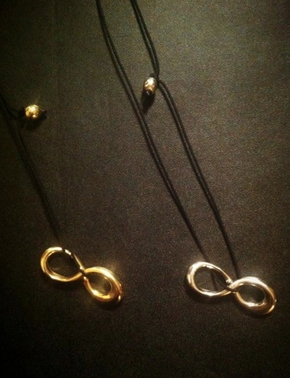 New pendant 'infinity' is now available,gold plated or silver!