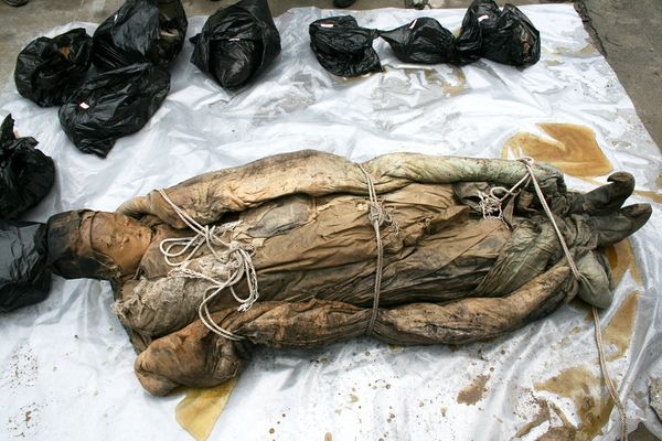 """Chinese """"wet mummy"""" picture: Ming dynasty body on plastic sheet."""