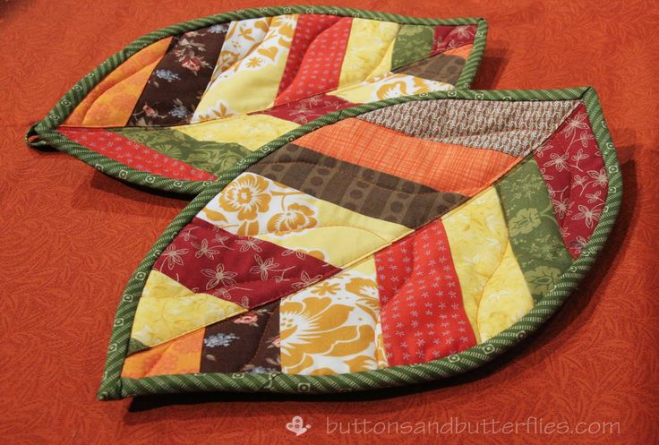 Buttons and Butterflies: Quilted Leaf Potholders {Tutorial}. These are adorable!