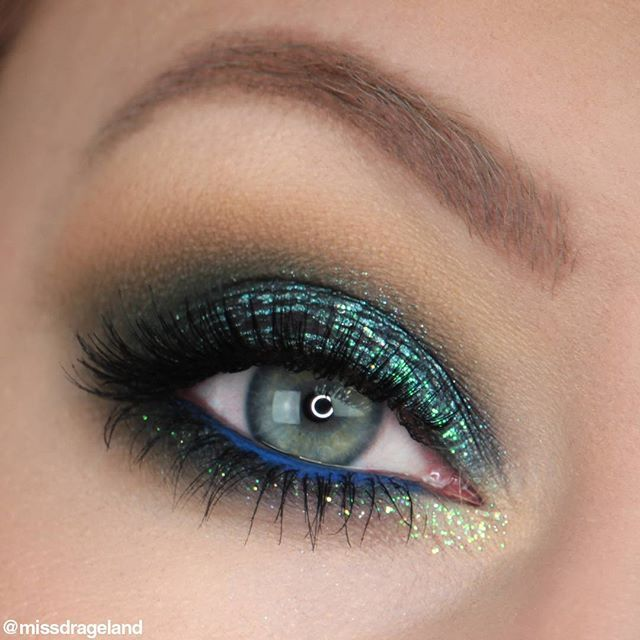 Green and blue sparkle ✨ This was actually my birthday-celebration-makeup last year (in December) I wasn't quite used to the new lighting equipment, so I'm not too happy with the lighting here but I'm just posting it anyway   Urban Decay Moondust palette - Galaxy  Urban Decay Heavy Metals Glitter Eyeliner - Distortion  Makeup Geek eyeshadows - Desert Sands, Dirty Martini, Enchanted Forest, Mirage, Houdini  Makeup Geek Full Spectrum Eyeliner Pencil - Cobalt