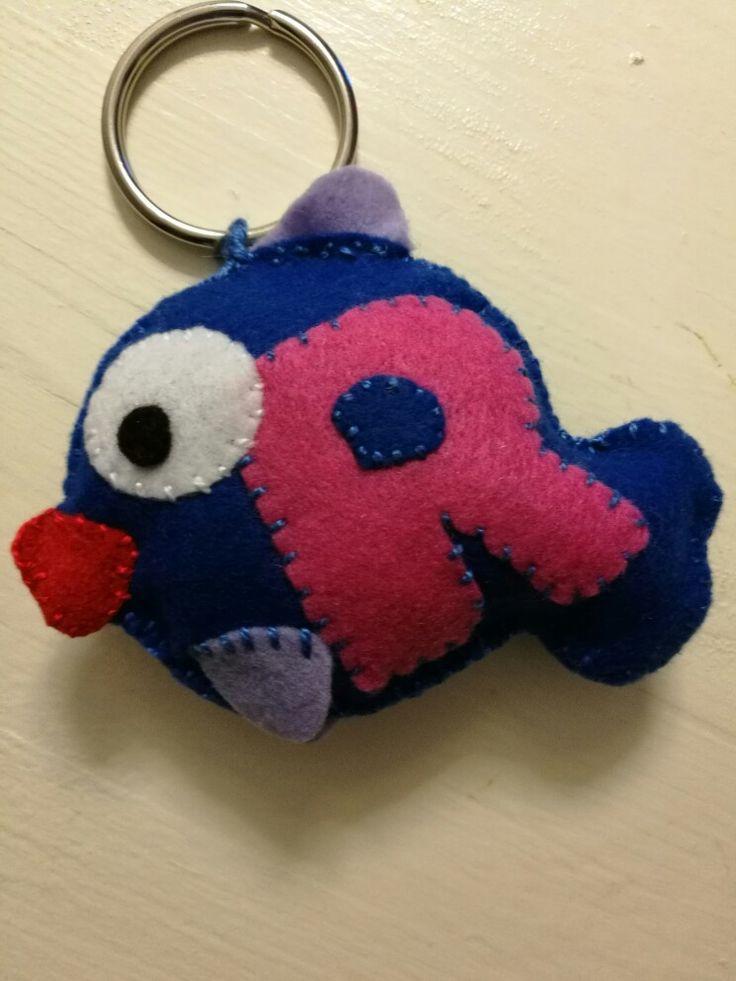 """Portachiavi in pannolenci a forma di pesciolino, lettera """"R"""""""