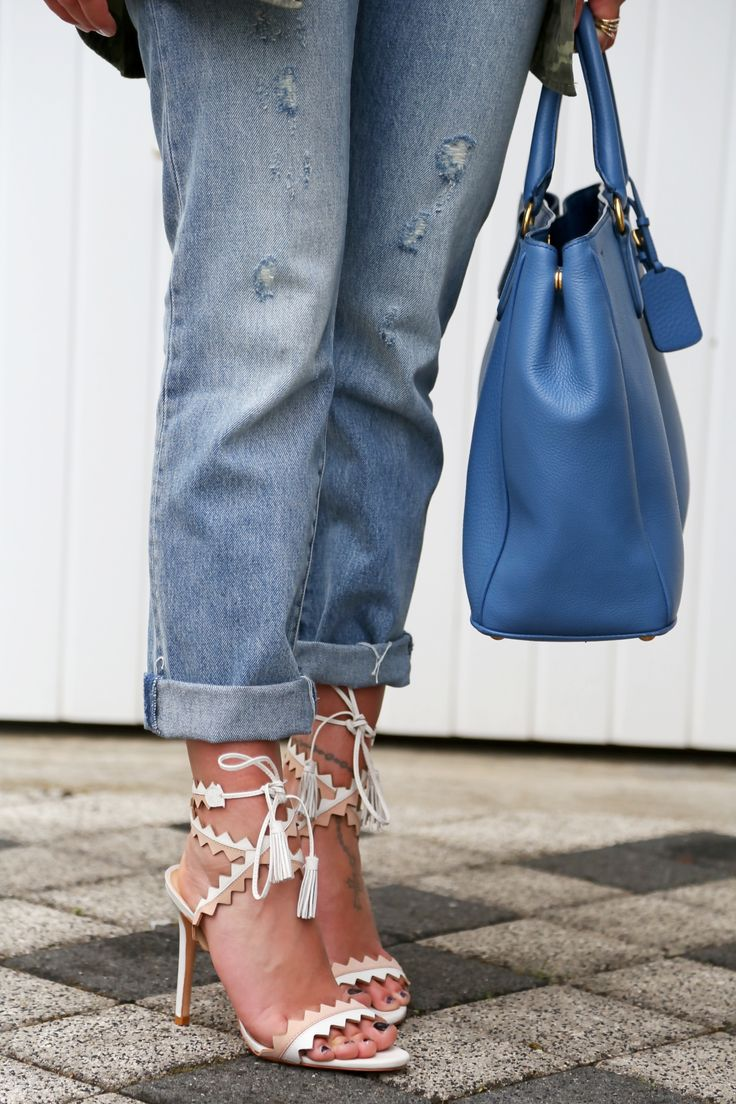 outfit-schutz-zick-zack-fringe-tassel-sandals-prada-bag