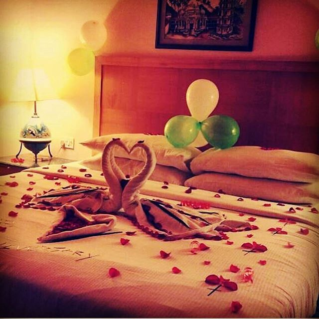 Anniversary surprise...😍😘 . Image credit: @kenilworthgoa . #anniversary #surprise #kenilworthgoa #ideas #inspiration #towelart #petals #anniversaryideas #celebration #partyideas #partydecorations #decor