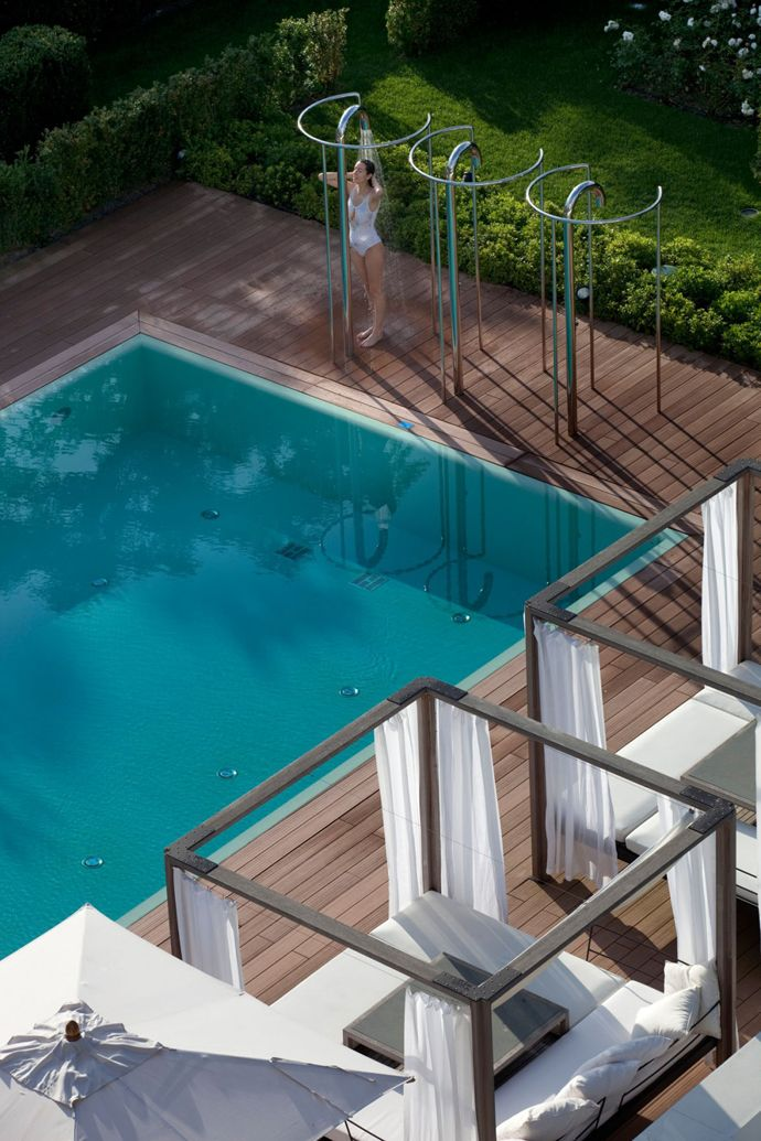 Outdoor shower 5 star hotel principe forte dei marmi for Pool showers