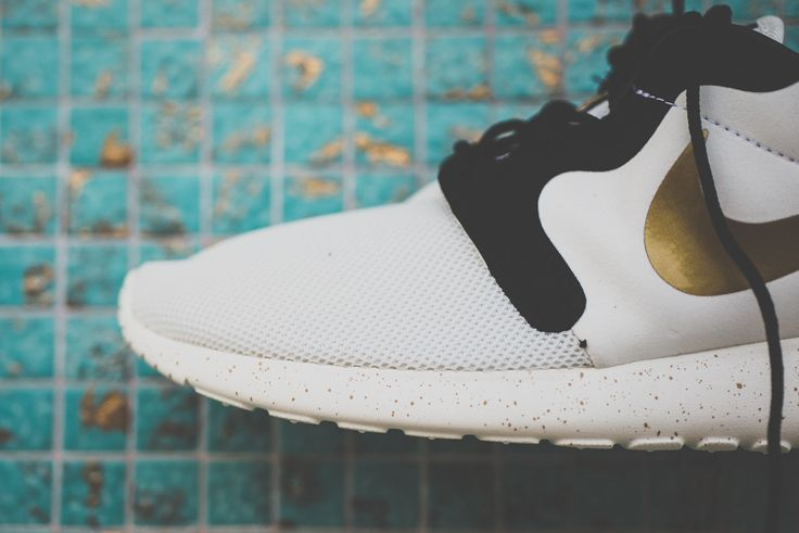кроссовки nike roshe run hyperfuse gold hypervenom