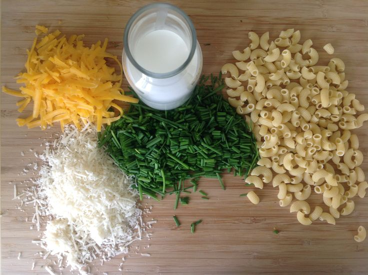 the 5 ingredients of mac'n cheese with chives