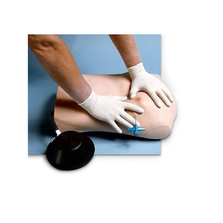 NS1800 - PNEUMOTHORAX Ce mannequin permet l'apprentissage des techniques très précises à mettre en oeuvre dans les soins des blessures du thorax lorsque la respiration ou la circulation sanguine de la personne sont bloquées par un collapsus pulmonaire. Fabricant : Nasco