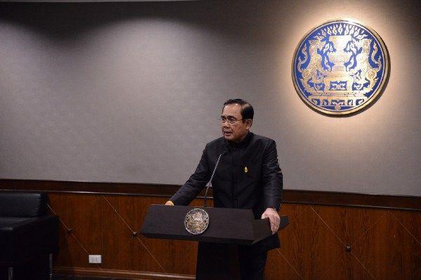 """. ประยุทธ์ จันทร์ส่องหล้า Yingluck Shinawatra ๑ เพจ Prayut Chan-o-cha อยู่ที่ไหน แล้วนั่นไลค์ เพจใคร 5 แสนกว่า เพจพลเอกประยุทธ์ จันทร์โอชา ยัง ทำ มา พูด จา ไม่ สน ใจ ๒ """"ประชาชน..ต้องมาไลค์ทั้ง 6 ล้าน"""" ประยุทธ์พาลเพจยิ่งลักษณ์ใช่หรือไม่ เว็บทำเนียบรัฐบาล ไลค์ช่องใด แชร์ช่องไหนใยซ่อนเก็บเว็บส้นteen . สามัญชน ๑๔ มิถุนายน ๒๕๖๐ ทีมปู https://wp.me/p7cLjG-3cI . ประยุทธ์ จันทร์โอชา, ยิ่งลักษณ์ ชินวัตร, Prayut Chan-o-cha, Yingluck Shinawatra ."""