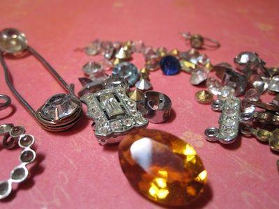 Guide to making repurposed jewelry. #Beading #Jewelry #Tutorials