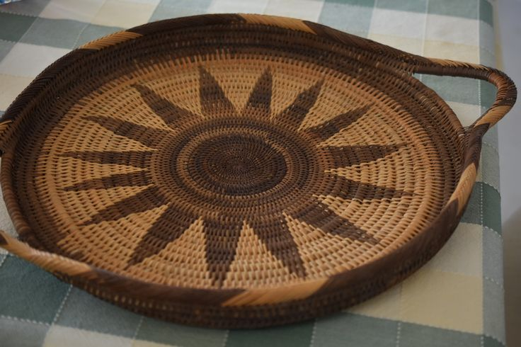 Vintage 1980's woven tray from Papua New Guinea
