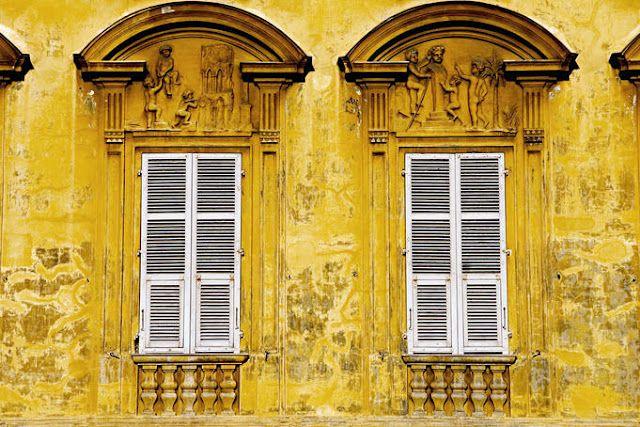 yellow windows in Nice