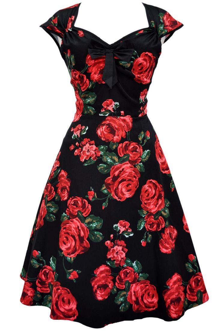 Lady V London Isabella Red Green Rose Šaty ve stylu 50. let. Nádherné šaty ve stylu retro z londýnské módní dílny, které vás uchvátí svým provedením. Nádherné šaty s výrazným vzorem rudých růží na černém podkladě z vás udělají dámu ať už na společenské události jako je svatba, zahradní párty či při běžném nošení. Lemy kolem rukávků a krásně řešeného výstřihu v černé barvě, kouzelná mašle jako třešnička na dortu (lze oddělat a připevnit na jiné místo na šatech nebo do vlasů). Projmutý střih s…