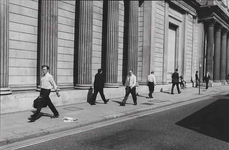 L'alienazione del lavoro d'ufficio nella fotografia di Nicholas Sack