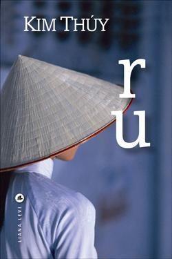 Premier récit de la Québécoise d'origine vietnamienne Kim Thuy, Ru fait sensation en librairie depuis sa parution le 5 janvier et recueille les éloges des médias.