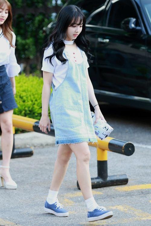 TWICE Nayeon Airport Fashion  트와이스 나연 공항패션/사복             Name : Im Nayeon (임나연)   Age : 21   Height : 163cm                             ...