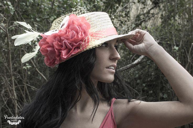* EURÍDICE * La ninfa de los bosques    [Canotier natural con cinta de raso coral, flores coral  con mariposa, plumas de gallo y birdcage amarillos] http://puntadetes.blogspot.com.es/