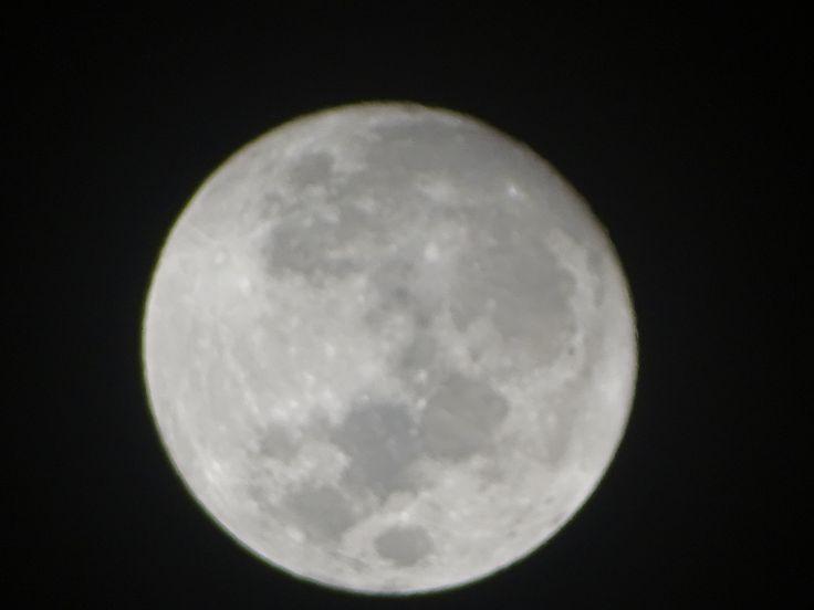 La luna se puede tomar a cucharadas o como una cápsula cada dos horas.  JAIME SABINES