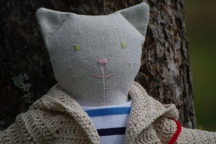 doudou chat poupée en tissu et sa garde robe