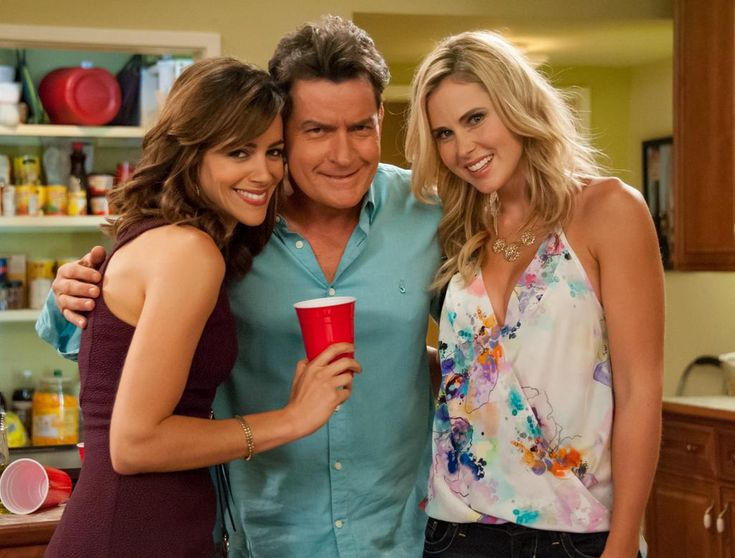 Anna Hutchison wearing a draping spaghetti strap top with floral print. She places Sasha in the tv show anger management staring Charlie Sheen.