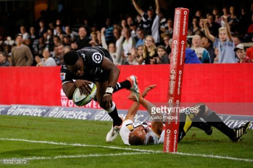 DURBAN, SOUTH AFRICA - MAY 21: Lwazi Mvovo of the Cell C Sharks... #sandeno: DURBAN, SOUTH AFRICA - MAY 21: Lwazi Mvovo of the… #sandeno