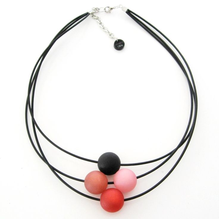 Gummihalsband med polarispärlor. Rubber necklace with polaris beads