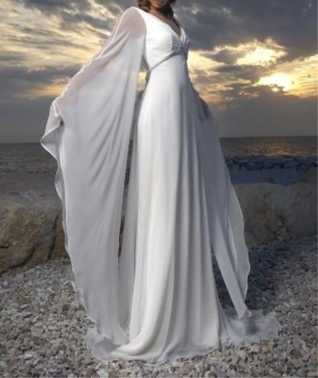 Trouwjurk met lange mouwen, ook aparte strandtrouwjurk ! Muze   ~Postorder hoek.Goedkope trouwjurken   Sweet Dreams Bruidsmode