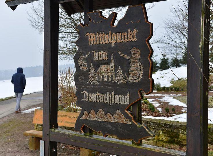 Auch 25 Jahre nach der Wiedervereinigung bleibt umstritten, wo der Kern Deutschlands liegt. Forscher suchen den geografischen Mittelpunkt der Bundesrepublik.