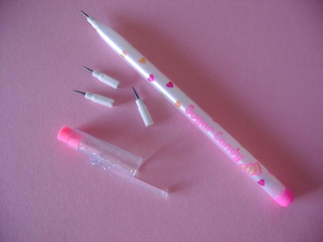 ces crayons j'en ai eu plein et avec des couleurs aussi, trop bien !!