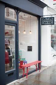 design de espaço de varejo azul marinho e cinza – Pesquisa Google   – Retail Space Design