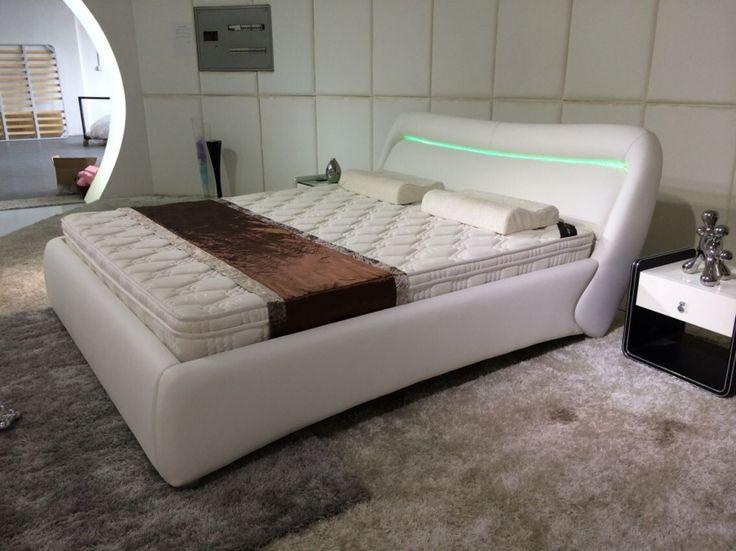 Madison, un pat tapitat care ne provoaca la visare. Ne propune sa indraznim sa ducem amenajarea dormitorului nostru la urmatorul nivel: http://despreacasa.ro/pat-tapitat-madison/