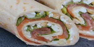 Skønne wraps med røget laks, frisk spinat og sprøde pinjekerner
