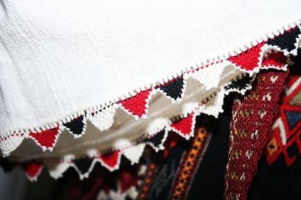 Sărbătorim Ziua Universală a Iei: Ia ca obiect de patrimoniu   MEAP Tulcea - un blog de muzeu prietenos :)