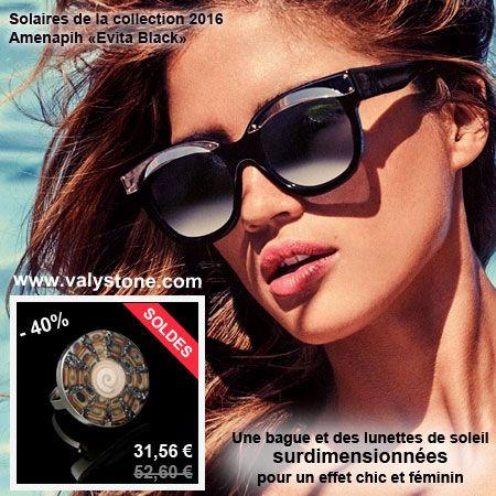 Une bague et des lunettes de soleil surdimensionnées pour un effet chic et féminin. Valystone vous propose sa bague en argent et coquillage à assortir par exemple avec des lunettes de soleil Amenapih