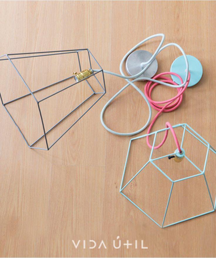 Rejilla - Lámpara de techo. $180.000 c/u COP (Envío gratis). Cómpralas aquí--> https://www.dekosas.com/productos/decoracion-hogar-vida-util-lampara-rejilla-detalle