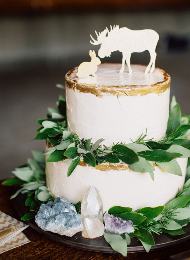 Add a dash of gold to your rustic themed wedding cake.