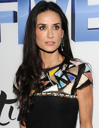 Demi Moore sells off her engagement ring worth USD 250,000! - http://www.bolegaindia.com/gossips/Demi_Moore_sells_off_her_engagement_ring_worth_USD_250_000-gid-37233-gc-15.html