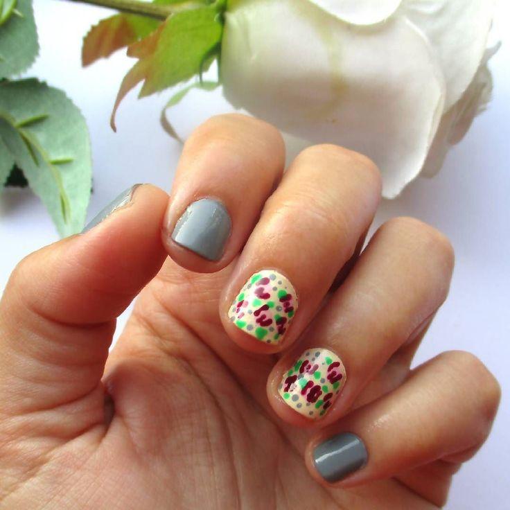 #nails  . . . #diaryofabeautyaddict #myeditlook #elbeautythings #notd #nailart #dotticure #nailblogger #nailstagram #nailsbyme #nailsdesign #nbloggers #greekblogger #greekbloggers #bbloggersgr #bbloggers #beautyblogger #fbloggers #lbloggers #nailslove #naillife #naillover #nailsaddict #naildesigns #nails2inspire #nailpromote  #summernails