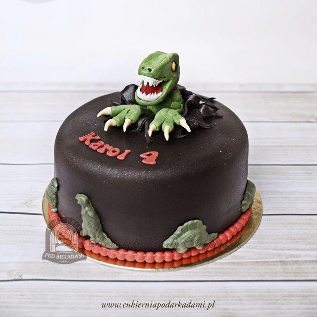 75BD. Tyranozaur wyskakujący z tortu. Dinosaur cake – T-Rex is busting out of that cake.