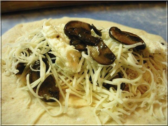 Imádjuk a pirított gombát! Kakukkfűvel, pici fehérborral, petrezselyemmel, akár spagettire, akár grillezett húsra halmozva...