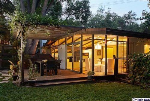 Pasadena Post & Beam -- style inspiration -- love the indoor/outdoor --glass corner -- maybe for family room/kitchen combo