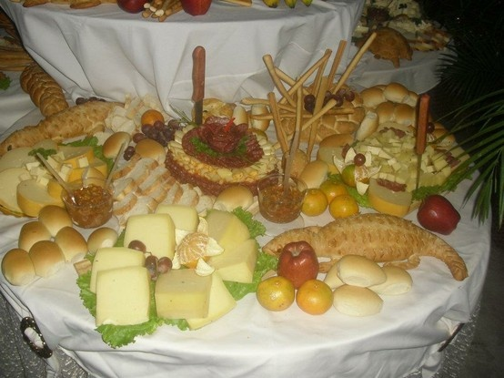 Mesas de quesos pasapalos para boda pinterest mesas - Mesa de quesos para bodas ...