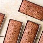 LES FINANCIERS AU CHOCOLAT DE PATRICK ROGER Pour 12 financiers, mettre uniquement 100g de sucre et 45/50g de chocolat.