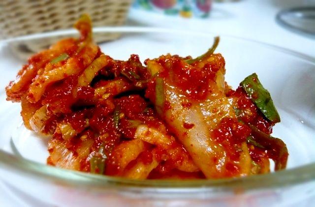 こんにちは!ミオクです。  今回ご紹介する韓国料理の簡単レシピは 「大根のムチム(和え物)」です。    【材料】  ・大根・・・1本  ・ネギ・・・1/2本  ・塩・・・大…