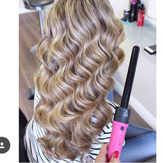 Beautiful hairstyle with gorgeous waves created with Poze 5 in 1 Styler.