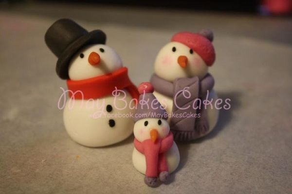 Adorable fondant Snowman tutorial by lorene